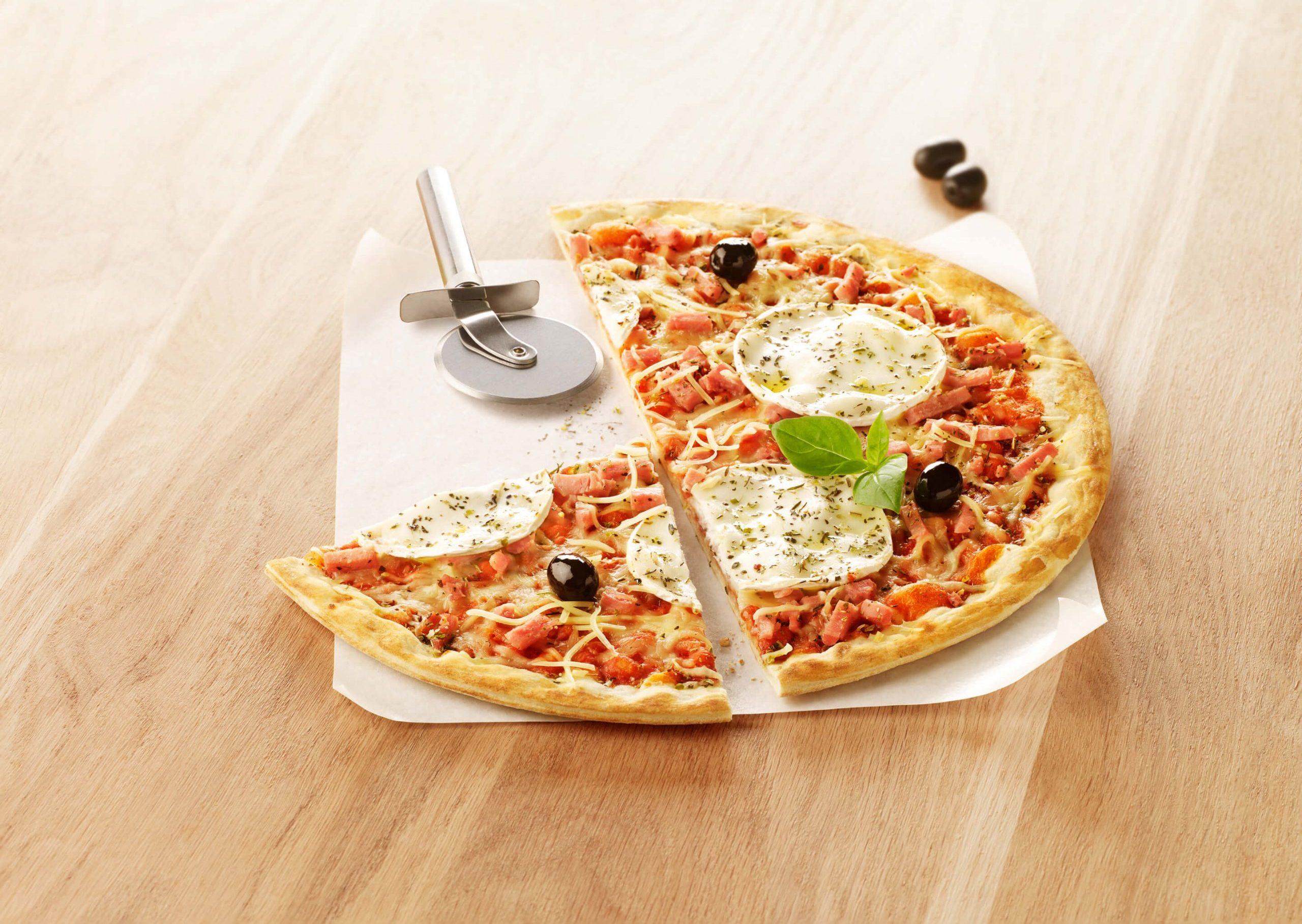 Pizza familial jambon, dinde et fromage de chèvre